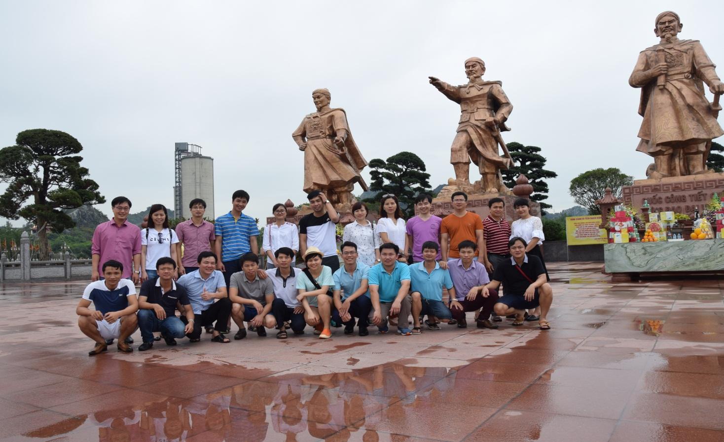 Đoàn thanh niên Sở Tài nguyên và Môi trường thăm Khu di tích Bạch Đằng Giang, thị trấn Minh Đức, huy